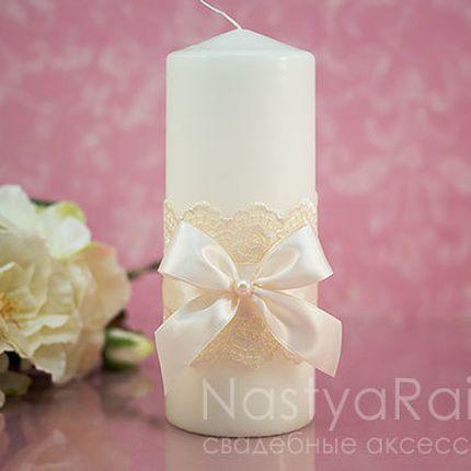 Толстая свеча с бантом и кружевом