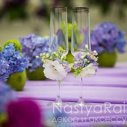 Украшение бокалов живыми цветами