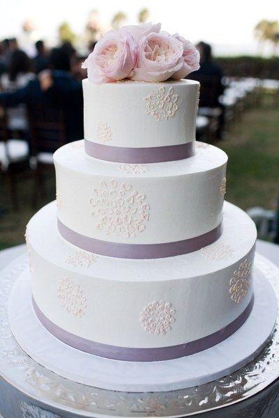 Фото свадебных тортов оттенка сиреневого