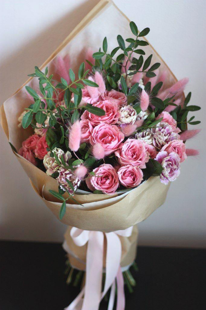 Букет с кустовыми розами и гвоздиками, екатеринбурга