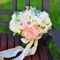 эвкалипт лимониум фрезия роза садовая пионовидная гвоздика 5000