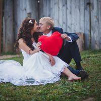 Свадьба на мельнице, свадебная прическа из длинных волос, розовый букет, живые эмоции, свадебные аксессуары, буквы
