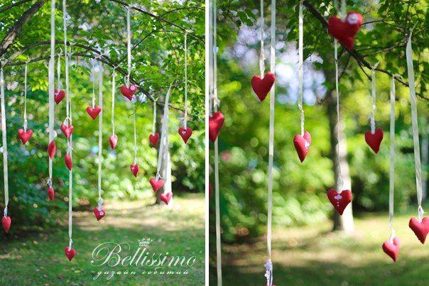Эти милые сердечки на ленточках послужили отличным реквизитом для фотосессии - фото 2443703 Студия оформления торжеств Bellissimo