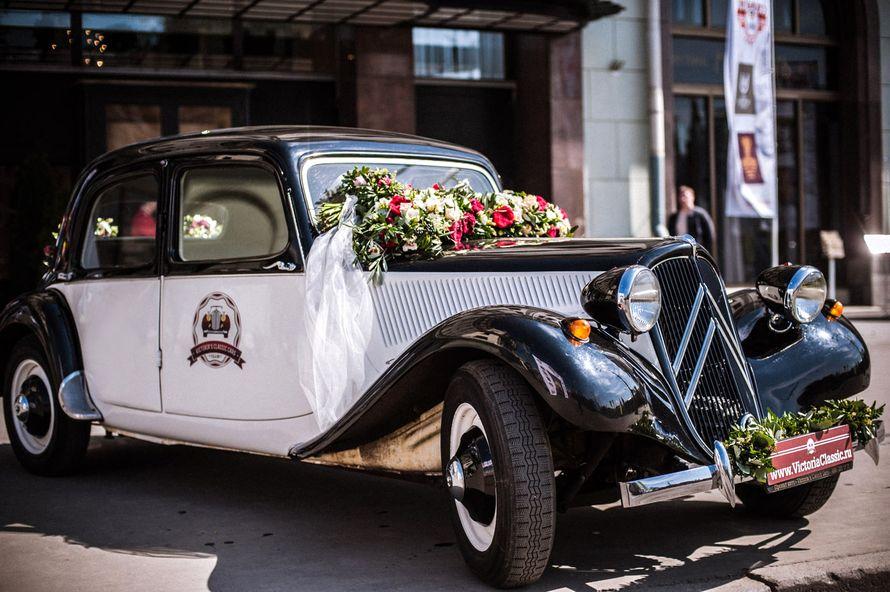 Идея оформления ретро автомобиля на свадьбу живыми цветами, фото Victoria's Classic Cars - свадебный автомобиль - фото 2479265 Victoria's Classic Cars - свадебный автомобиль