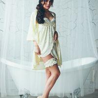 Фотограф:  Свадебный стилист (прическа, макияж):  Пеньюар, сорочка, подвязка невесты:  Модель: