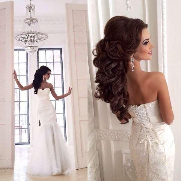 Свадебные прически для платья с открытыми плечами фото