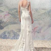 """1615La «Рейн» коллекция Papilio 2016  """"Swan Princess""""  Нежное струящееся платье с трепетным декором, напоминающим цветочную сакуру. Платье идеально подойдет для юной нежной девушки. Модель со шлейфом."""