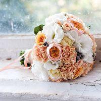 Персиковая свадьба, свадебный букет, букет невесты, букет из гвоздик, розы Остина, эустома