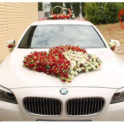Украшение на авто из искусственных роз