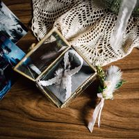 Организация: свадебное агентство Сладкая Вата Декор и флористика: Botanica Decor  Фотограф: Надежда Козырева Платье: Анастасия Докучаева  Украшение из перьев: MANITOU