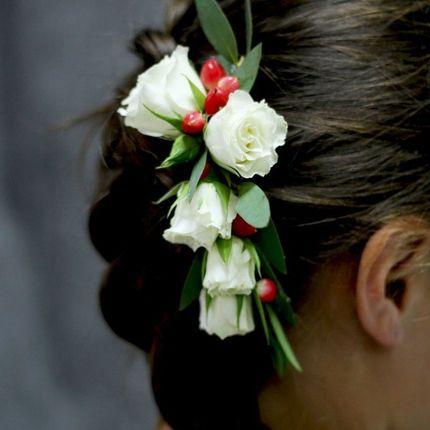 Цветы в причёску невесты