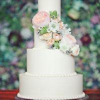Нежный торт в пастельных тонах