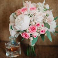 Нежный зефирный букет невесты с пионами