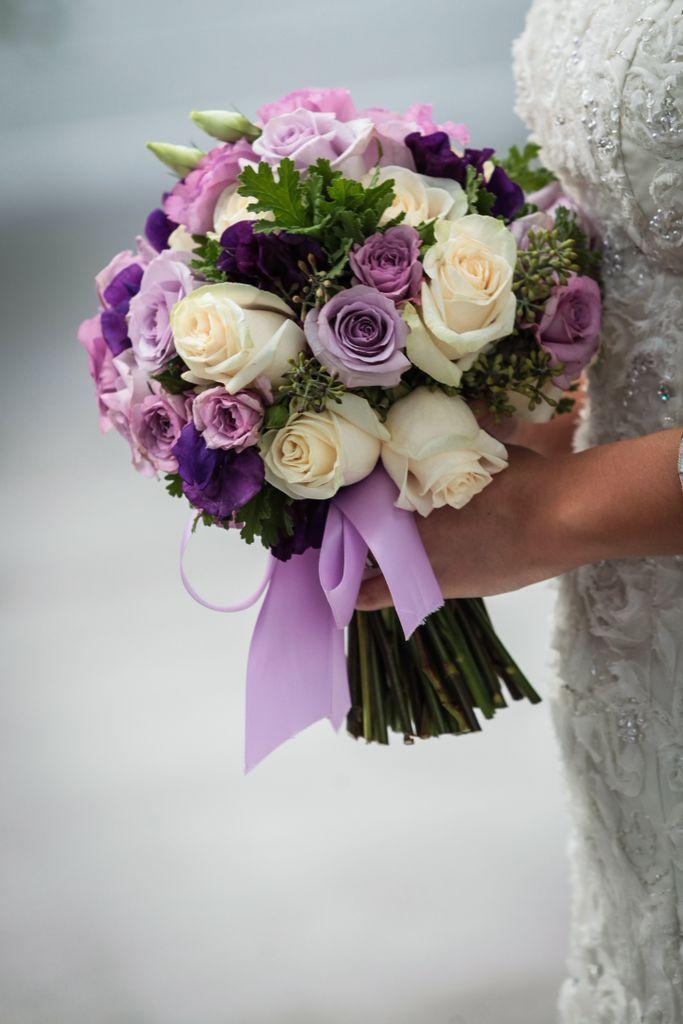 Цветы доставкой, свадебные букеты из сиреневых роз