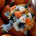 Оранжево-белый букет невесты из астр, роз, орхидей и гортензий