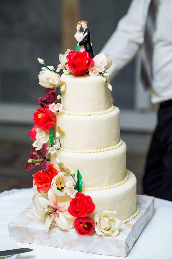Великолепный торт молодоженов - фото 2788719 Свадебный распорядитель Екатерина Захожая