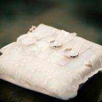 Белая кружевная подушечка для колец