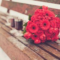 Букет невесты от Эвент Гуру для зимней свадьбы из роз, гербер и тюльпанов
