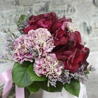 Букетик для остепенившейся Кармен в розовых тонах из фиалок и гвоздик