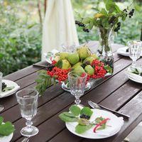 Декор стола ягодами и фруктами
