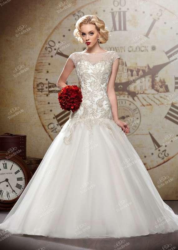 """Пышное белое платье с заниженным закрытым корсетом расшитым серебряными нитями и бисером - фото 2972273 Салон свадебной и вечерней моды """"Белый Танец"""""""