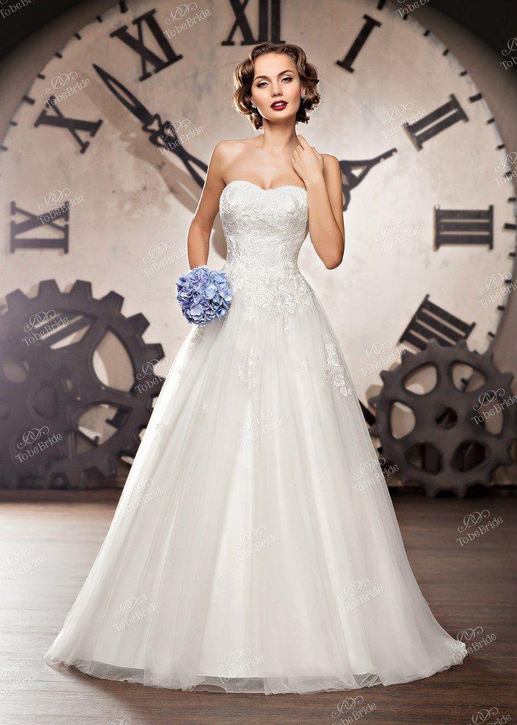 """Пышное белое платье с юбкой из ткани с отливом и корсетом из кружева и блесток  - фото 2972291 Салон свадебной и вечерней моды """"Белый Танец"""""""