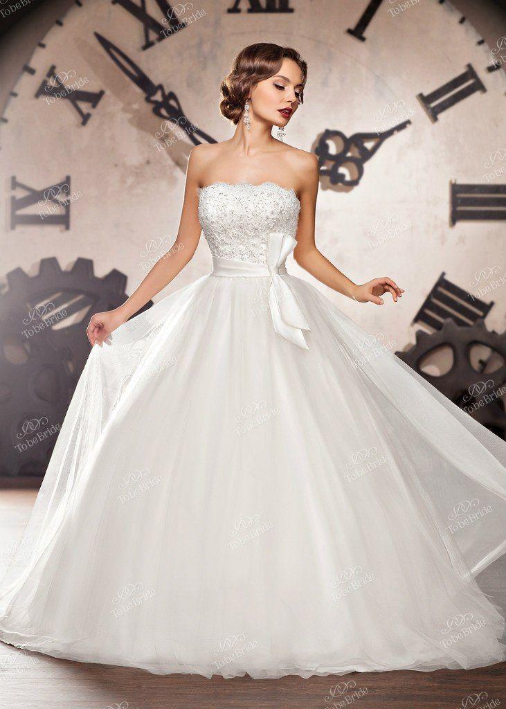 """Пышное платье с гладкой сатиновой юбкой и кружевным корсетом, на талии лента с бантом сбоку  - фото 2972321 Салон свадебной и вечерней моды """"Белый Танец"""""""
