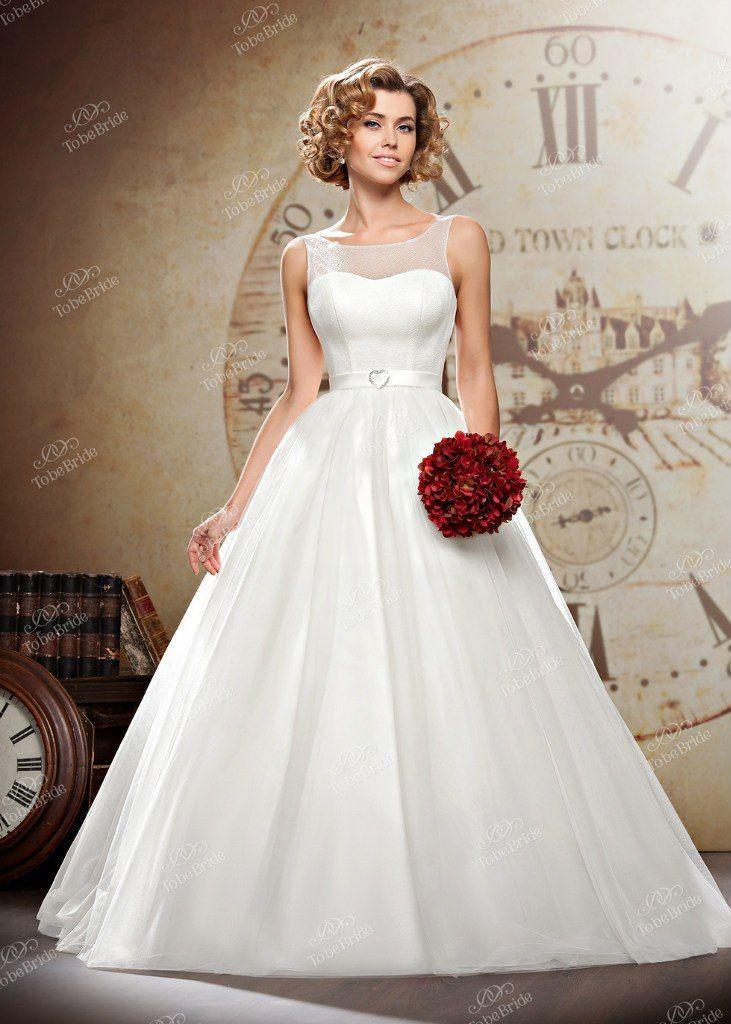 """Пышное белое платье с закрытым гладким верхом и атласным поясом на талии - фото 2972387 Салон свадебной и вечерней моды """"Белый Танец"""""""