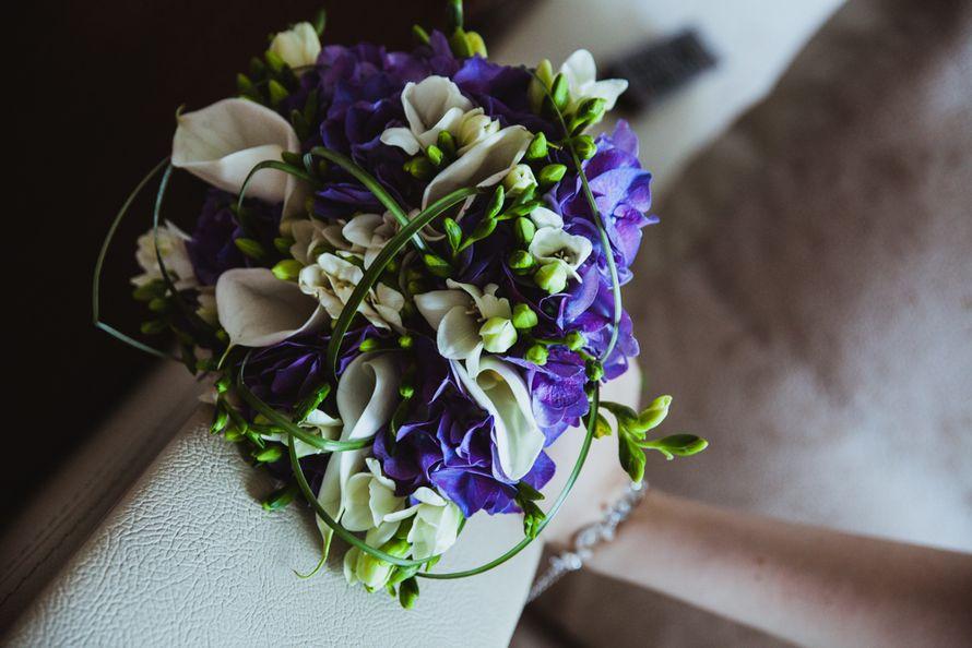 База, свадебный букет невесты из сиреневых каллы фото
