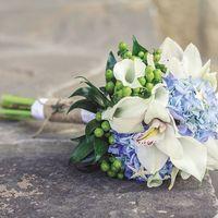 Букет невесты из белых калл, орхидей, голубой гортензии и зеленого гиперикума Цена - 3399 р.  При репосте скидка 5% участникам группы.   Звони сейчас 8961-5257381 и закажи этот чудесный букет! ☺ ❤