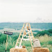 Фотозона для гостей на свадьбе Анны и Михаила в стиле rustic