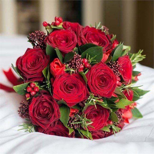 роза, скимия, гиперикум, тюльпан, зелень. Стоимость 5000р. - фото 17607924 Цветочная мастерская Екатерины Ширяевой