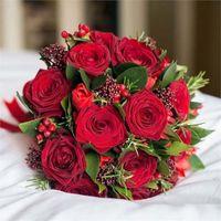 роза, скимия, гиперикум, тюльпан, зелень. Стоимость 5000р.