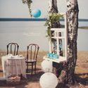 Свадебные декорации на берегу озера