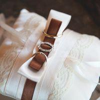 Подушечка для колец с коричневым бантом