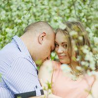 Зимой он сделал ей предложение, весной они устроили эту фотосессию, летом поженились, а осенью узнали, что у них будет мальчик)