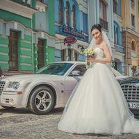 Прогулка невесты в городе