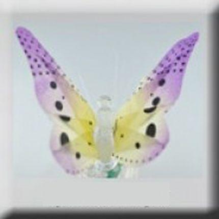 Фиолетовая светящаяся бабочка