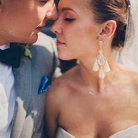 Массивные серьги оттенка айвори с кистями для невесты.
