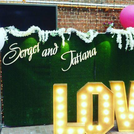 Буквы Love с подсветкой