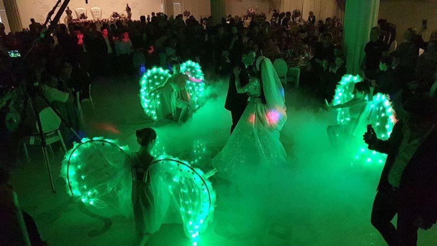 Украшение танца - световые крылья