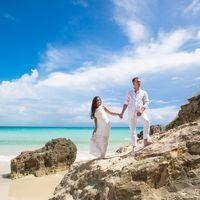 жених и невеста, съемка в Доминикане,  пляж Макао,  скалы, небо