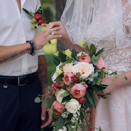 Каскадный букет невесты на своих стеблях