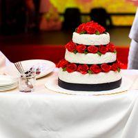 Безупречной красоты торт на свадьбе Ани и Коли! Полная серия фотографий на моём сайте, ссылка в профиле.