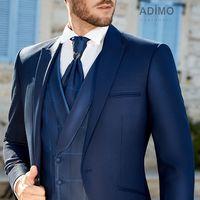 Шикарный свадебный костюм синего цвета
