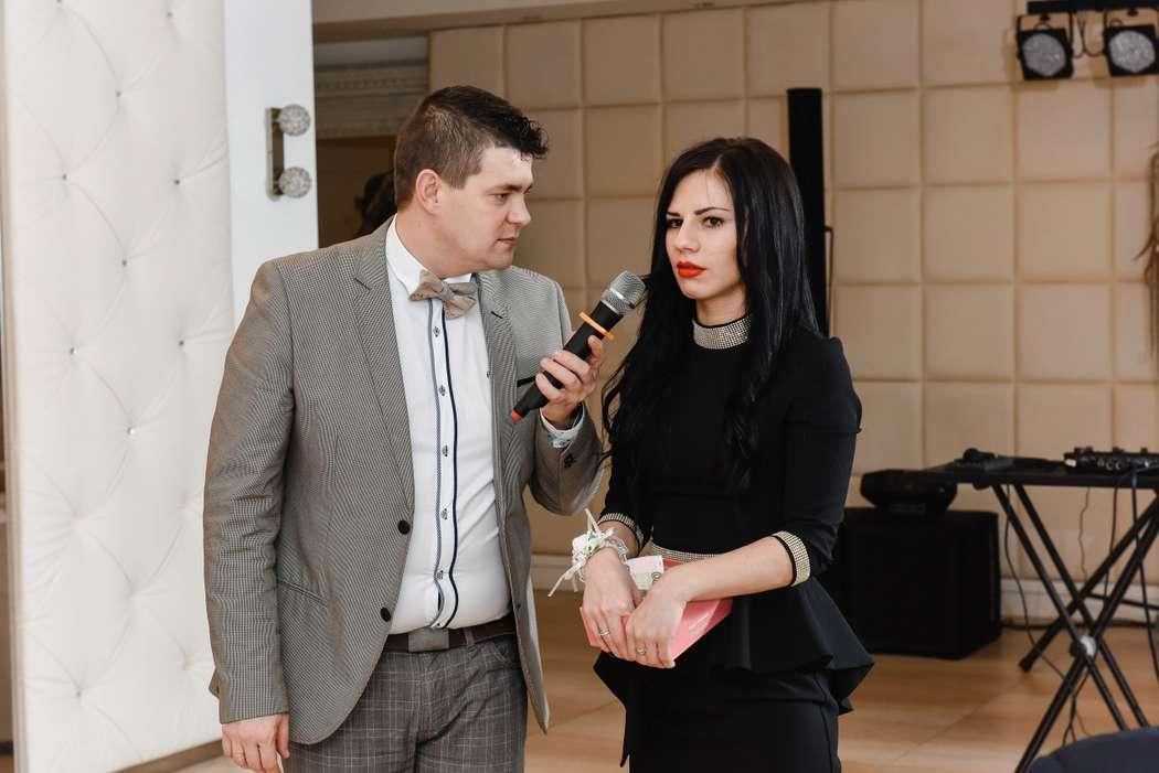 За секунду до объявления сколько собрали на девочку - фото 12055288 Ведущий Денис Бондарев