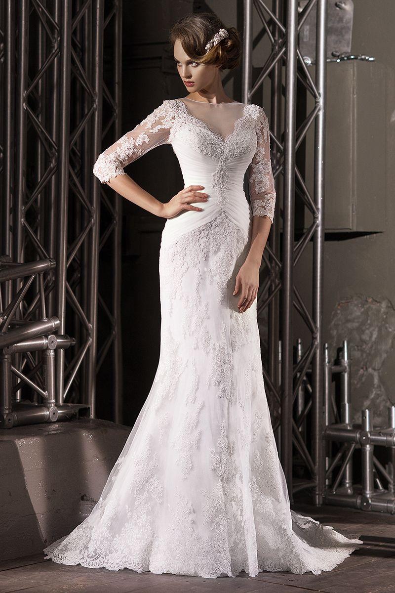 Кружевное прямое платье со шлейфом и драпировкой на талии, рукава длинной три четверти, на спине ряд пуговиц - фото 3383913 Свадебный салон Regina