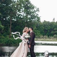 Букет невесты из любимых пионовидных роз с невесомыми шелковыми лентами, на безупречную свадьбу Эльдара и Полины. Организатор свадьбы: