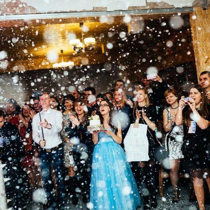 Искусственный снег для первого танца молодых