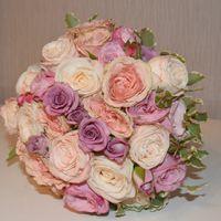 нежный букет из миниатюрных роз